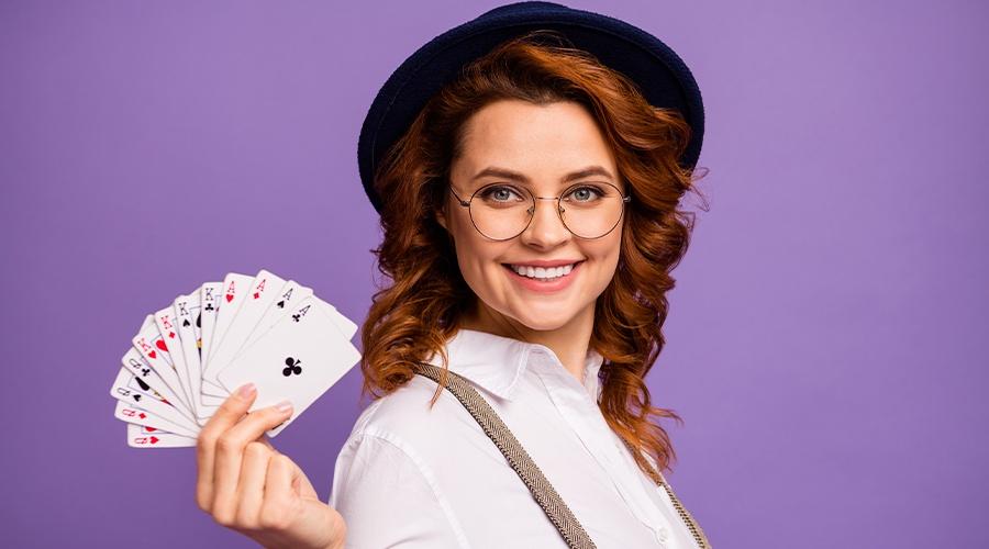 Как играть в казино в покер